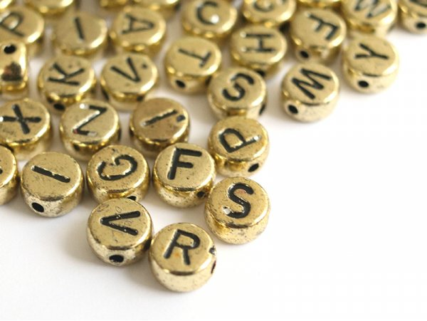 Acheter 200 perles rondes en plastique - lettres alphabet - doré et noir - 4,49€ en ligne sur La Petite Epicerie - Loisirs c...
