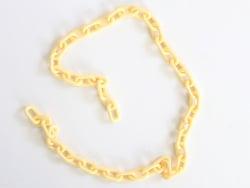 Acheter Chaîne en acrylique - 13 x 8 mm - jaune paille x 38 cm - 0,99€ en ligne sur La Petite Epicerie - Loisirs créatifs