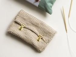 Acheter KIT DIY MERCERIE - Ma pochette tricotée - 22,99€ en ligne sur La Petite Epicerie - Loisirs créatifs