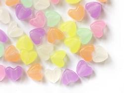 Acheter 50 perles en plastique - cœurs - phosphorescent / brille dans le noir - 3,49€ en ligne sur La Petite Epicerie - Lois...