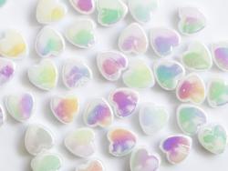Acheter 50 perles en plastique - cœurs nacrés - 8 mm - 2,99€ en ligne sur La Petite Epicerie - Loisirs créatifs