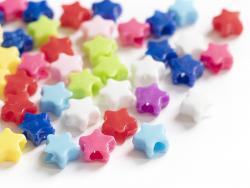 Acheter 50 perles en plastique étoiles - multicolore - 8mm - 0,99€ en ligne sur La Petite Epicerie - Loisirs créatifs