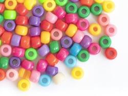 Acheter 100 perles en plastiques basiques pour enfants - couleurs vives - 9x6 mm - 2,49€ en ligne sur La Petite Epicerie - L...