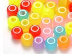 Acheter 100 perles en plastiques basiques pour enfants - couleurs phosphorescentes et transclucides - 9x6 mm - 3,99€ en lign...