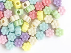 Acheter 50 perles fleurs en plastique - multicolore - 2,49€ en ligne sur La Petite Epicerie - Loisirs créatifs