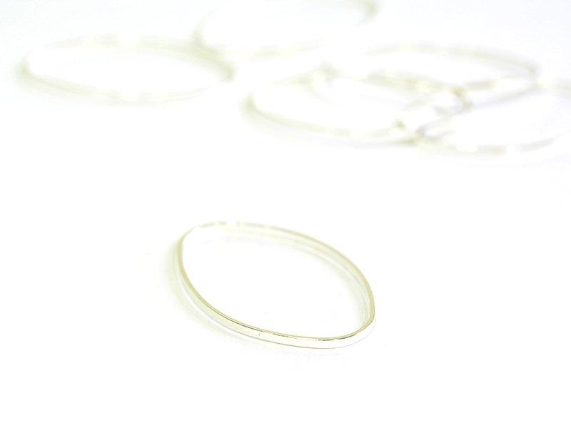 Acheter 1 grand anneau fermé ovale - 26 x 16 mm - 0,19€ en ligne sur La Petite Epicerie - Loisirs créatifs