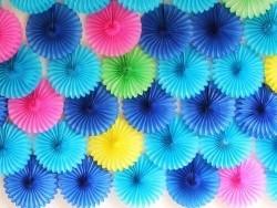 rosace en papier de soie 25 cm - bleu roi