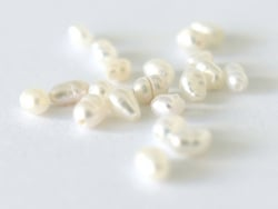 Acheter 20 perles de culture - forme grain de riz - 2/3 mm - 1,59€ en ligne sur La Petite Epicerie - Loisirs créatifs