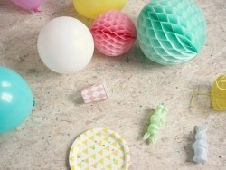 Honeycomb ball (25 cm) - light pink