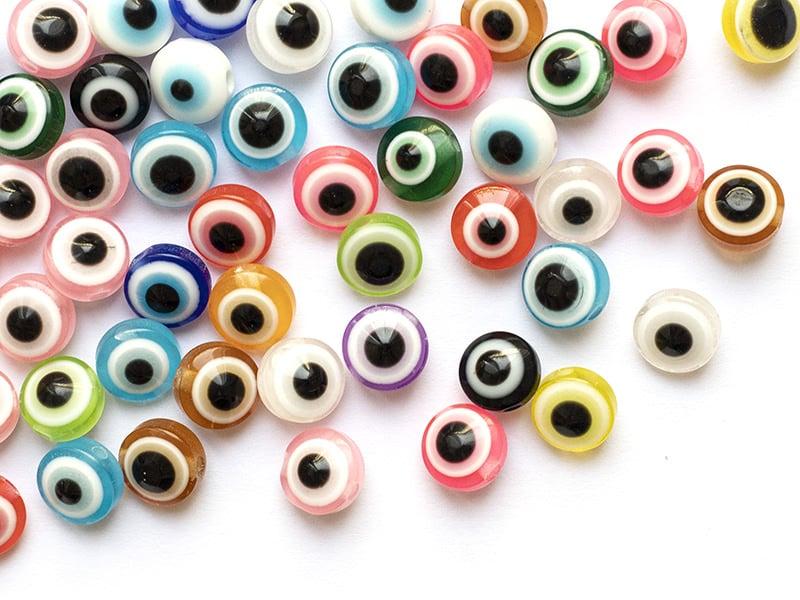 Acheter 50 perles en plastiques - œil porte bonheur - multicolore - 8mm - 3,89€ en ligne sur La Petite Epicerie - Loisirs cr...