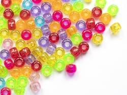 Acheter 100 perles en plastique basiques pour enfants - pony beads - multicolores à paillettes - 2,19€ en ligne sur La Petit...