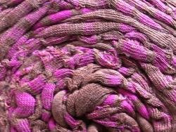 Acheter Grande bobine de fil trapilho - Chocolat à larges rayures roses - 7,90€ en ligne sur La Petite Epicerie - Loisirs cr...