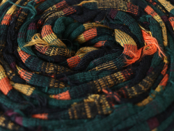 Acheter Grande bobine de fil trapilho - Noir à rayures jaunes, vertes et oranges - 7,90€ en ligne sur La Petite Epicerie - L...