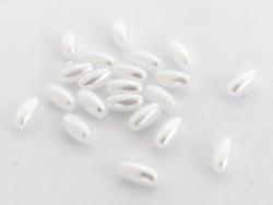 Acheter 20 perles en plastique imitation perles de culture - forme grain de riz - 8 x 4 mm - 0,99€ en ligne sur La Petite Ep...