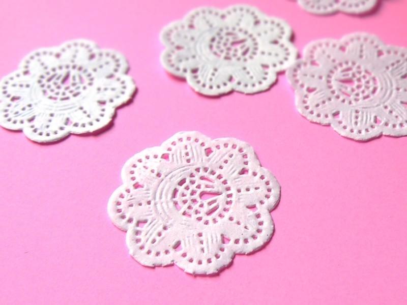 20 mini napperons en papier 3,2 cm  - 1