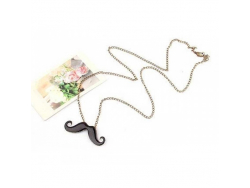 Un collier Moustache Kawaii  - Rouge