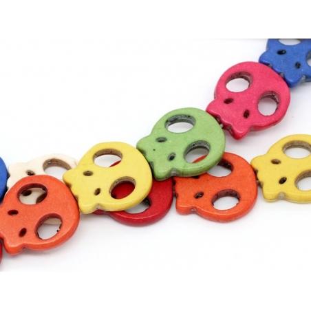 20 flat skull beads