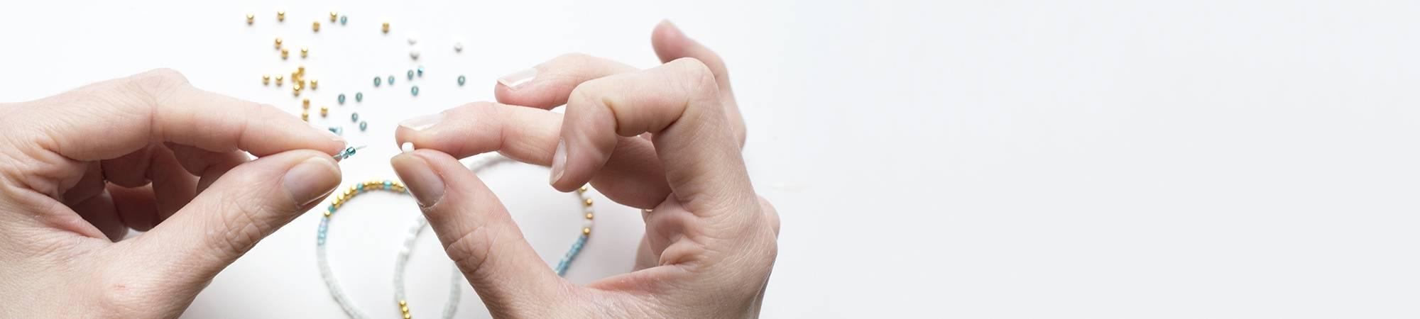 Perles de rocailles opaques nacrées